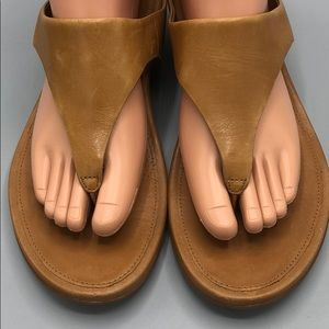 c93bc7672e8ee5 Fitflop Shoes - FitFlop Banda Tan Leather Thong Sandal Size 7 NICE
